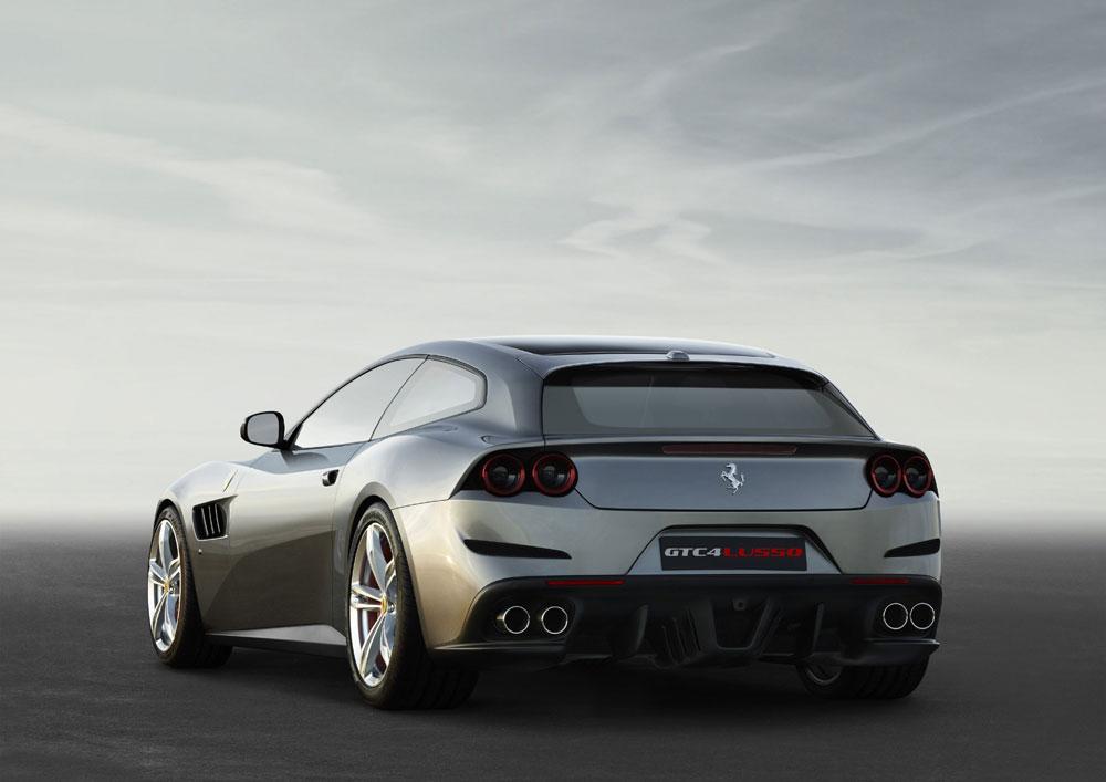 Ferrari_GTC4Lusso_3