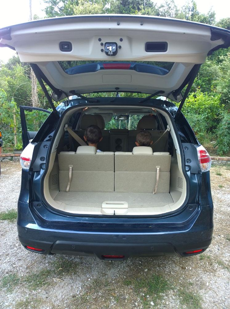 La terza fila di sediili della Nissan X Trail è perfetta per trasportare i bambini.