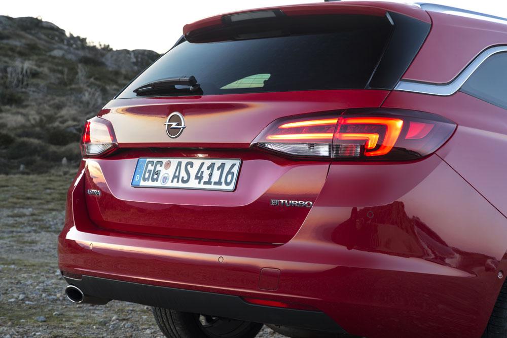 Opel-Astra-Sports-Tourer-2