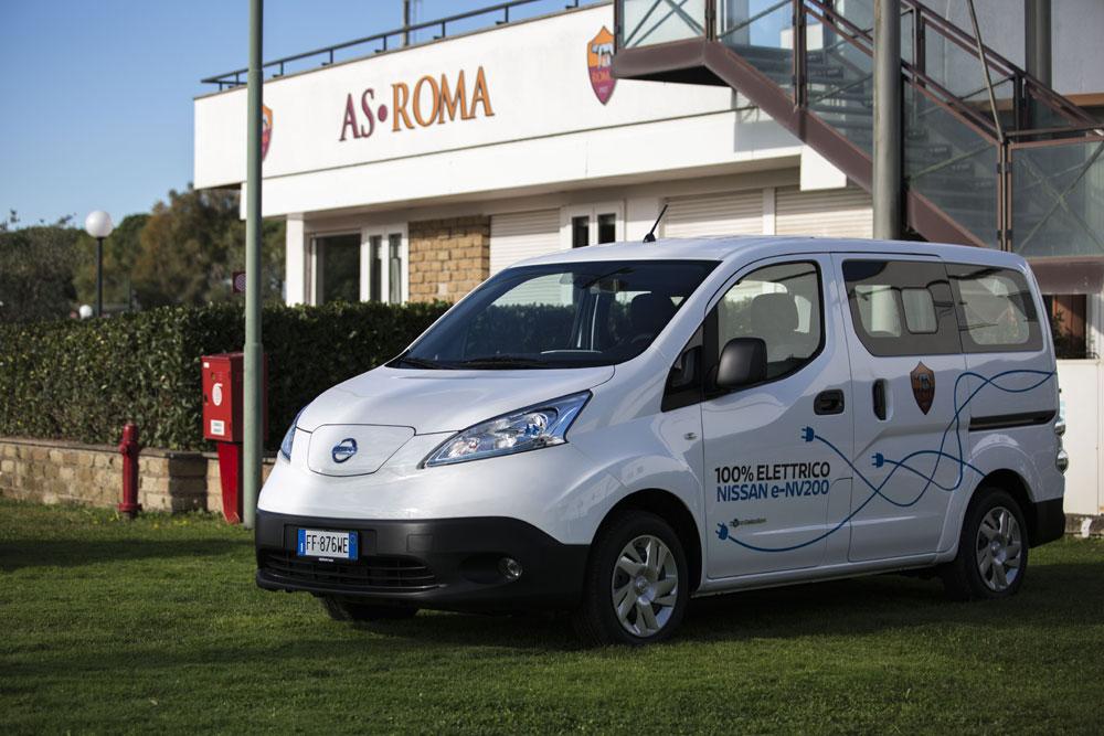 Il Nissan NV200 è un veicolo commerciale e di trasporto persone, disponibile anche con propulsione elettrica