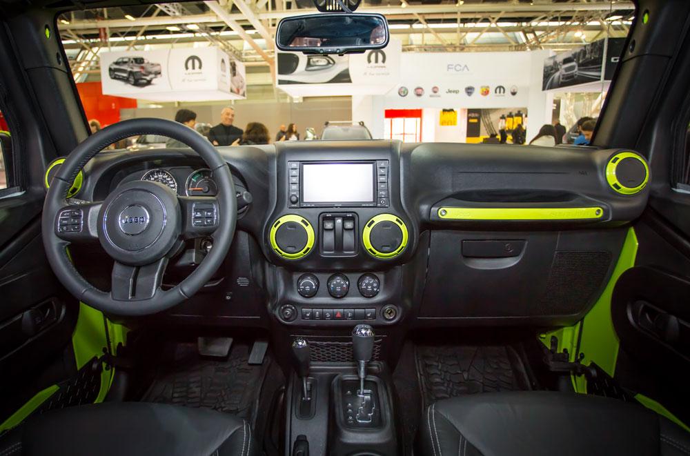 Gli interni del Jeep Wrangler Rubicon allestito da Mopar